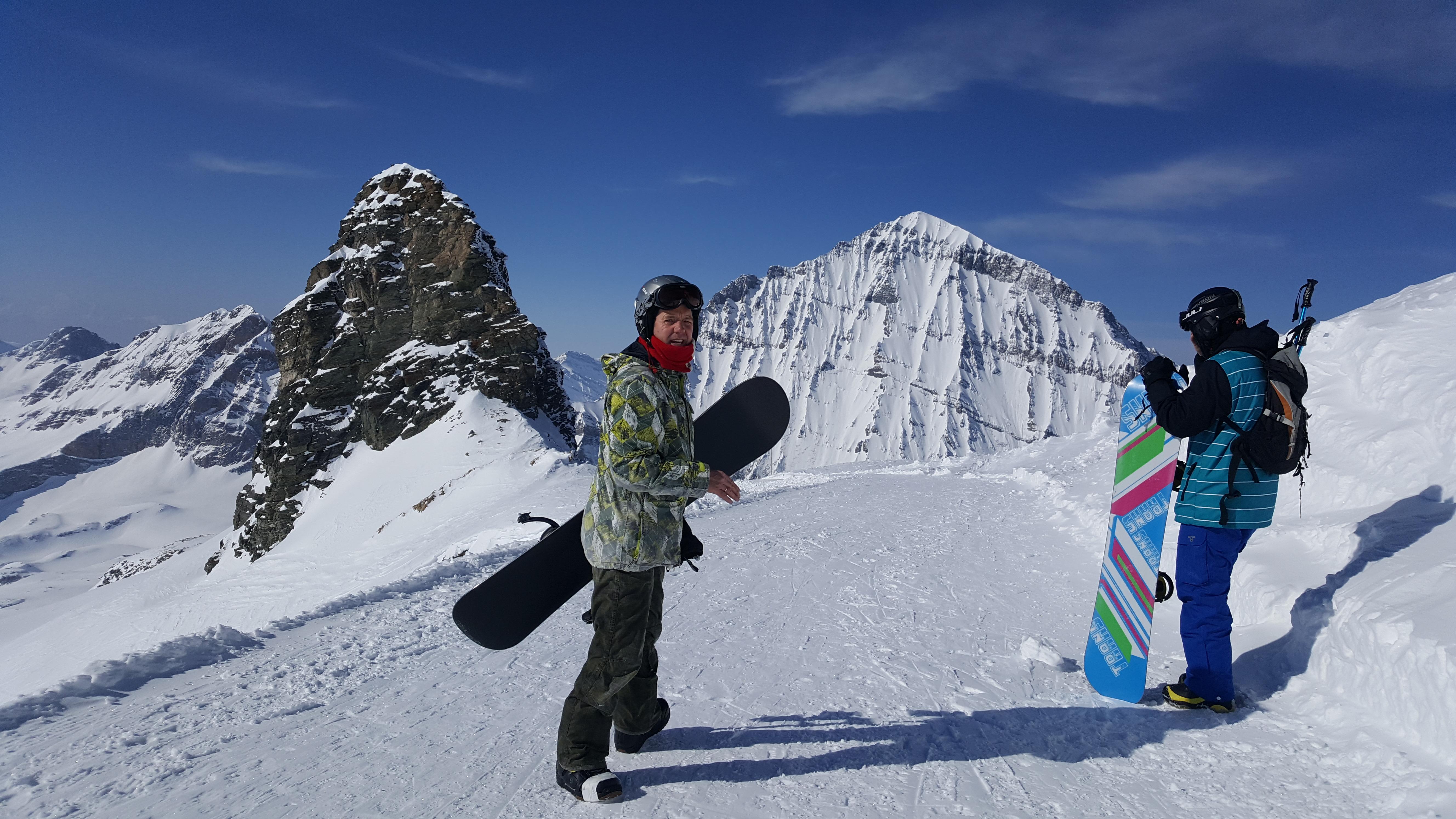 Zustieg Lötschenpasshütte Winter Snowboarder