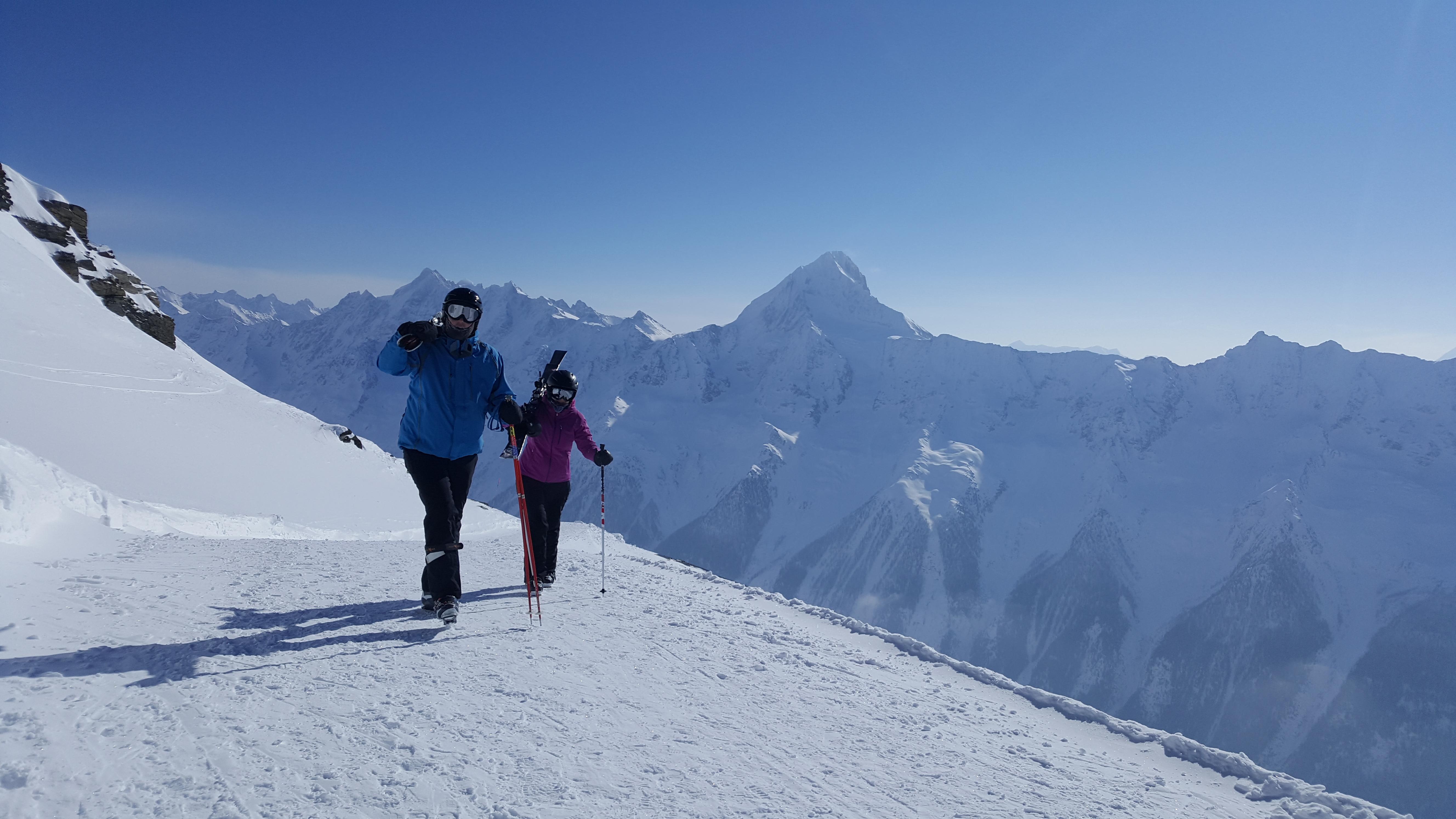 Zustieg Lötschenpass Winter Skifahrer